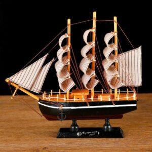 Корабль «Трёхмачтовый», борта чёрные, паруса бежевые с полосами 18566
