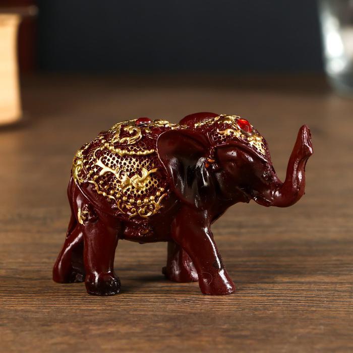 Слонёнок в золотой попоне с красным камнем      55974