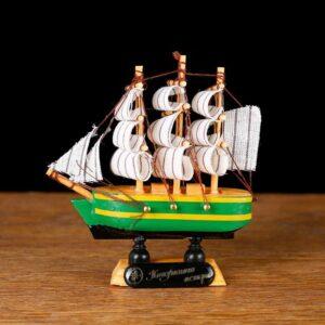 Корабль «Трёхмачтовый», борта синие с жёлтой полосой, паруса белые 52163