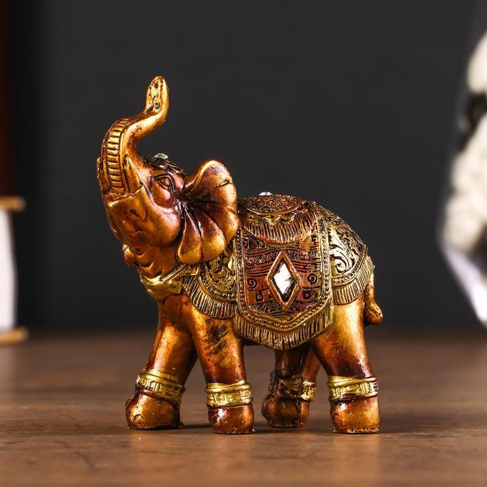 Африканский слон в золотой, ажурной попоне 55986
