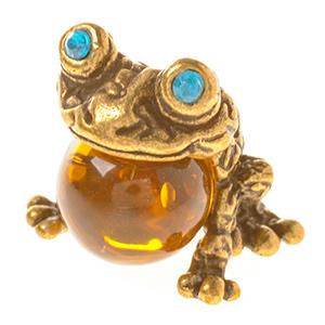 Лягушка с шаром (янтарь) 39962