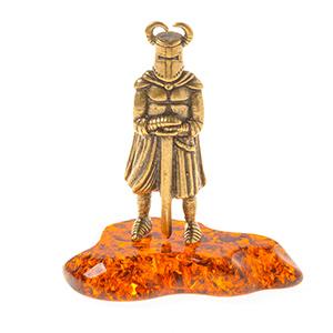 Рыцарь с мечом и рогами (янтарь) 40052
