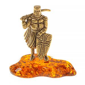 Рыцарь с мечом за шею (янтарь) 40053