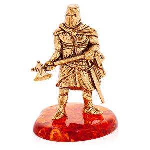 Рыцарь с топором (янтарь) 40054