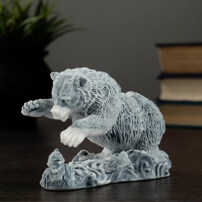 "Сувенир ""Медведь ловит рыбу №1"" 57219"
