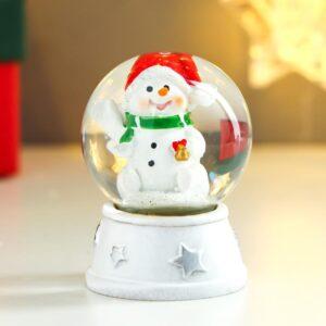 """Снежный шар """"Снеговик в красном колпаке, с подарком"""" 53977"""