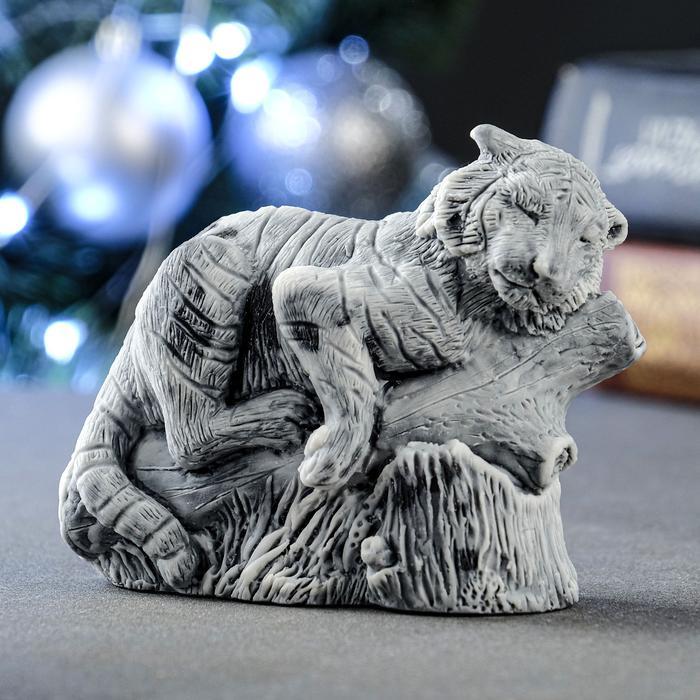"""Сувенир """"Тигр на бревне"""" 7х10 см 57206"""